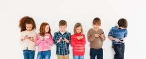 kids-using-cellphones