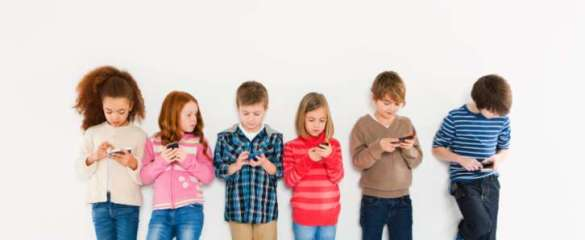 kids-using-cellphones