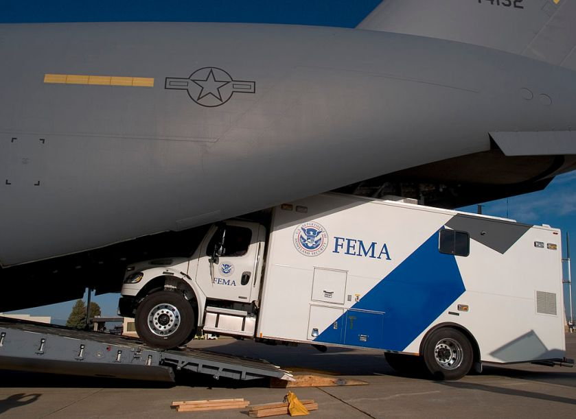1024px-FEMA_-_29768_-_MERS_truck_being_loaded_on_to_a_C-17_in_Colorado.jpg